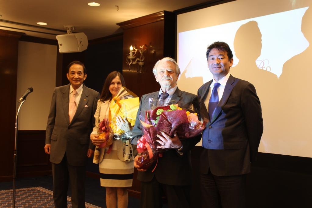 博士東京セミナー写真 花束贈呈